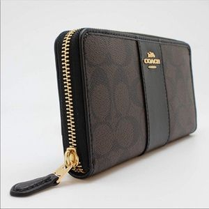 Coach Bags - Coach Signature Logo Wallet ✨Like New✨
